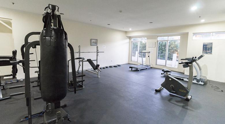 fasilitas gym di apartemen permata eksekutif