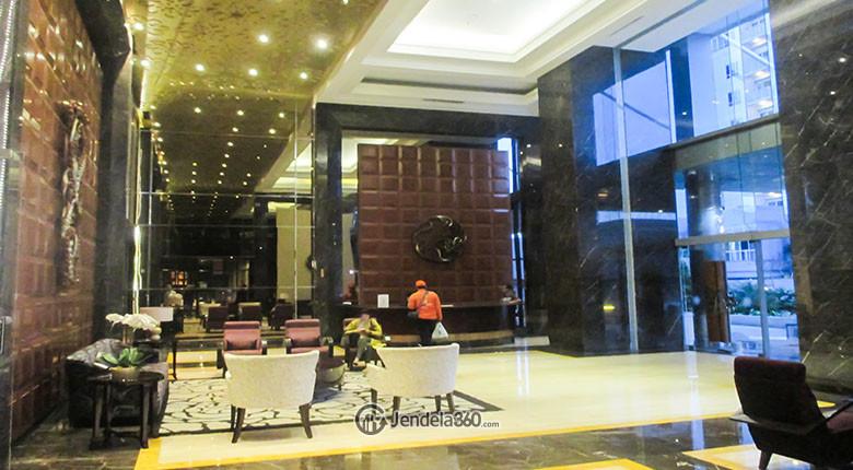 lobby dari apartemen essence darmawangsa