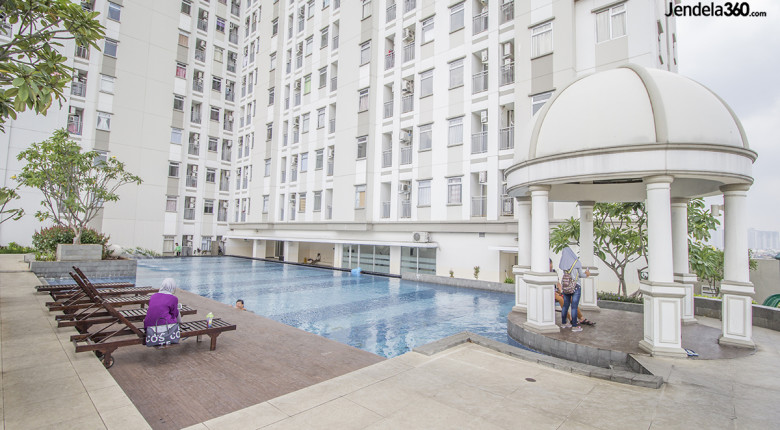 kolam renang Green Lake Sunter Apartment