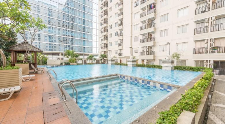 kolam renang di apartemen signature park