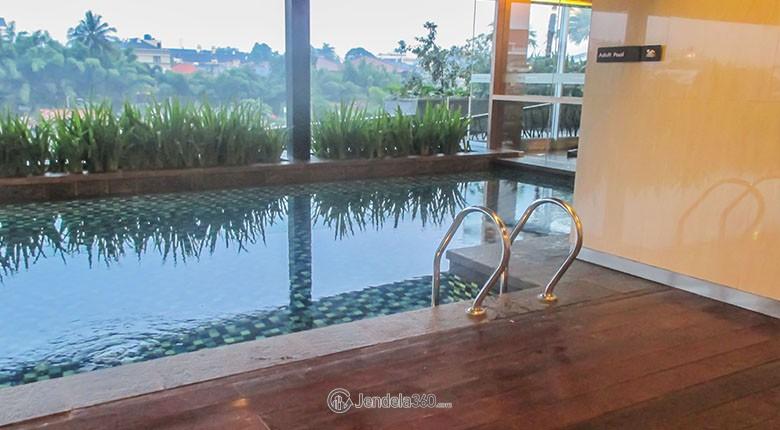 kolam renang di apartemen kemang village