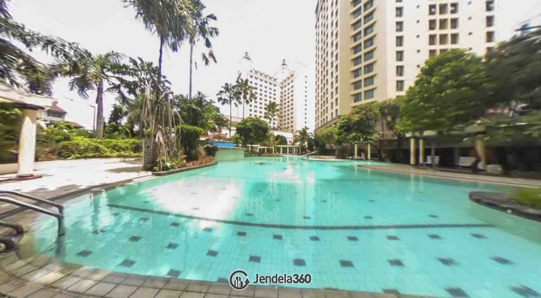swimming Mitra Oasis Residence Apartment