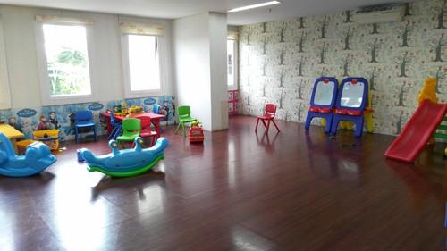 playground metro park residence