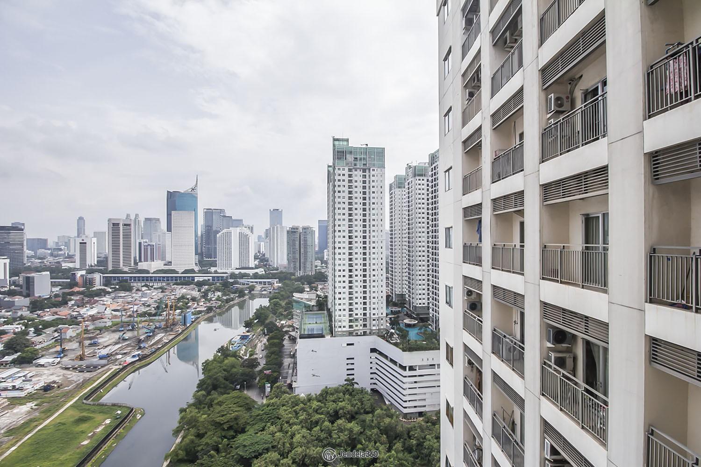 balcony Apartemen Cosmo Mansion - Thamrin City