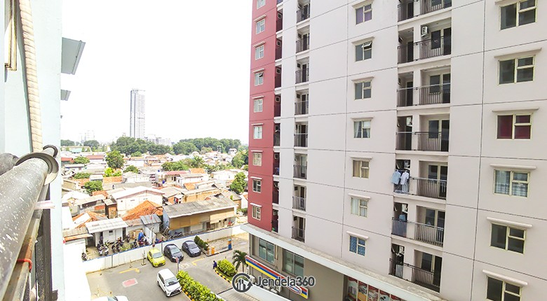 balcony Apartemen Green Park View Apartment