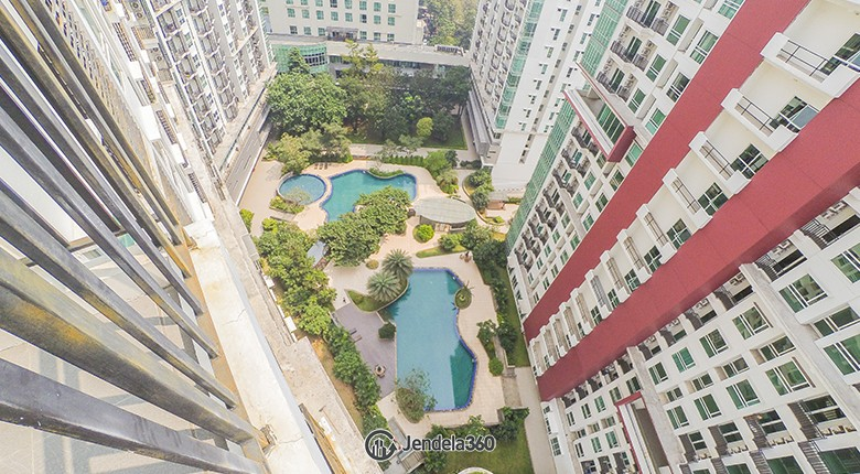Balcony Woodland Park Residence Kalibata Apartment