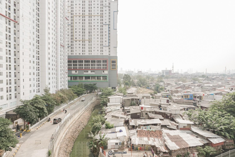 Balcony Bassura City Apartment
