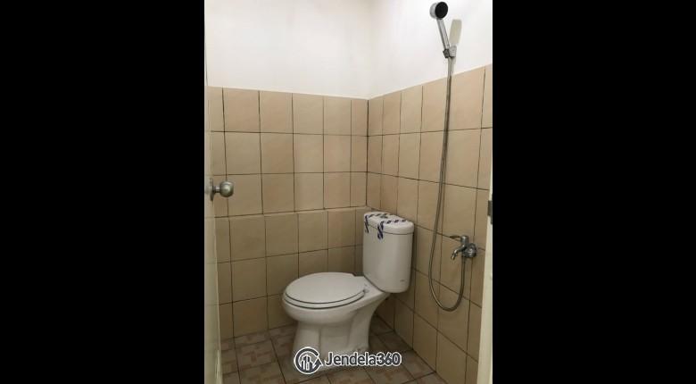 bathrom Green Pramuka City Apartment Apartment