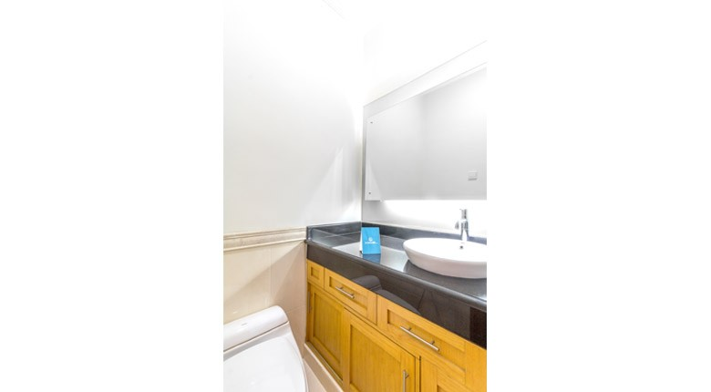 executive paradise complex apartment for rent