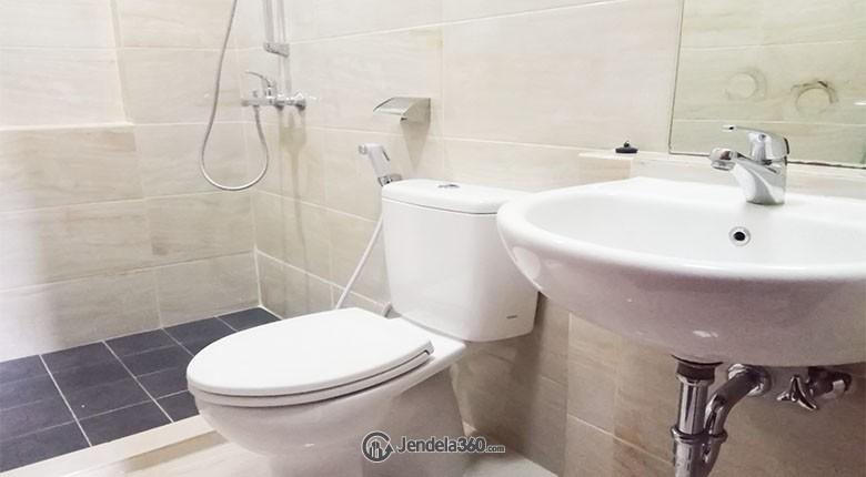 Bathroom apartemen puri park view