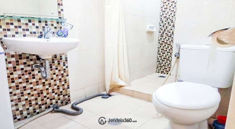 Bathroom Sudirman Park Apartment Apartment