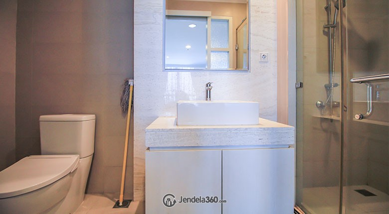 Bathroom Apartemen Residence 8 Senopati