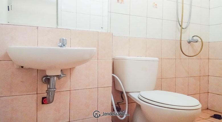 Bathroom Apartemen Mediterania Garden Residence 1