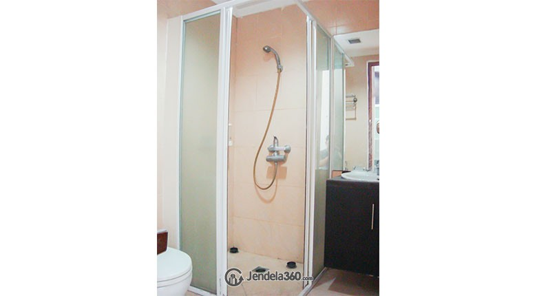 Bathroom Apartemen Poins Square Apartment