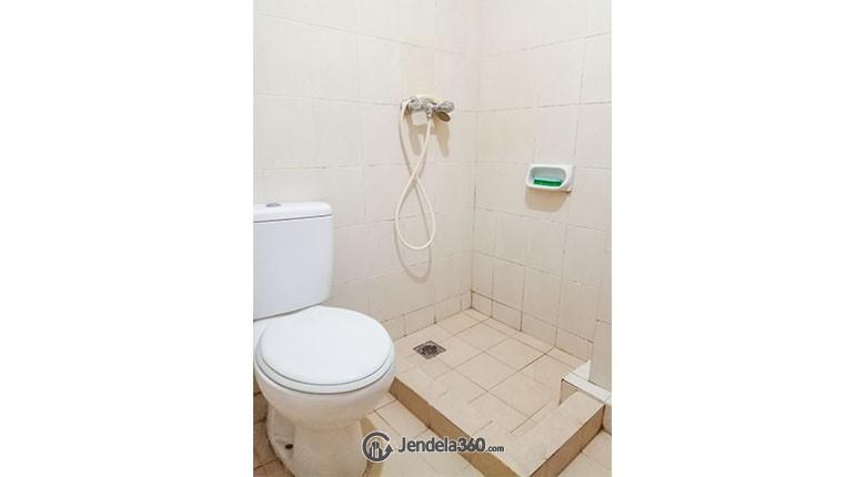 Bathroom Mediterania Boulevard Kemayoran Apartment
