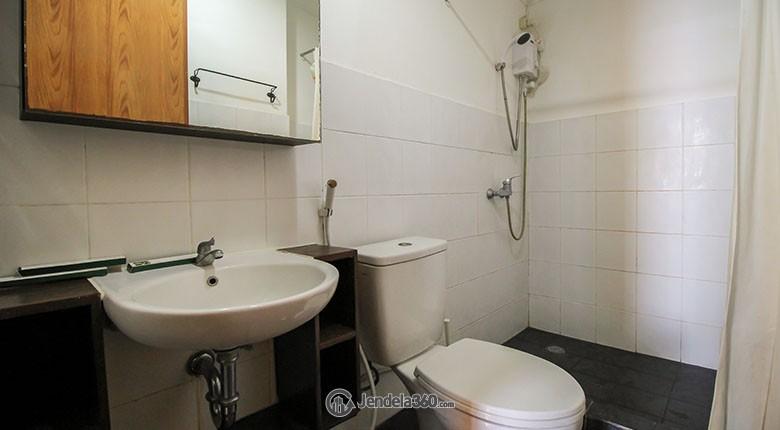 Bathroom Apartemen Casablanca Mansion