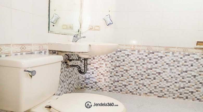 Bathroom Apartemen Puri Kemayoran Apartment