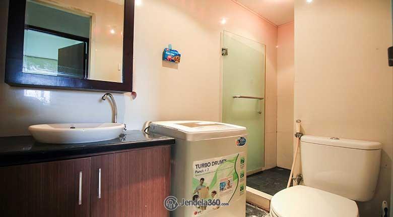 Bathroom Apartemen Sudirman Park Apartment