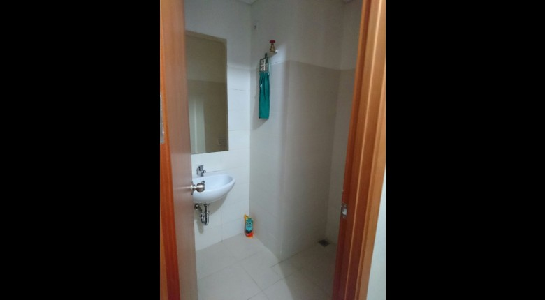 Bathroom Apartemen Woodland Park Residence Kalibata