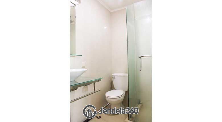 Bathroom Apartemen Bumi Mas Apartment
