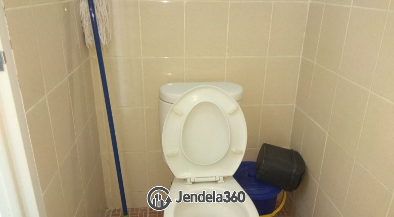Bathroom Apartemen Puri Park View Apartment