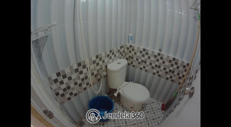 Bathroom Apartemen Green Pramuka City Apartment