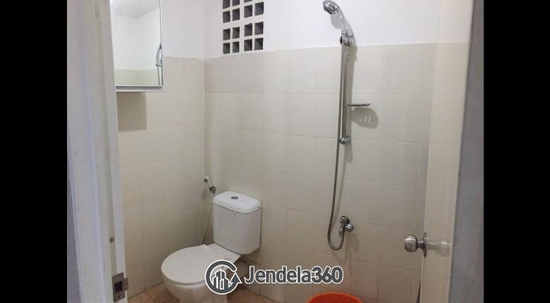 Bathroom Apartemen Pancoran Riverside Apartment