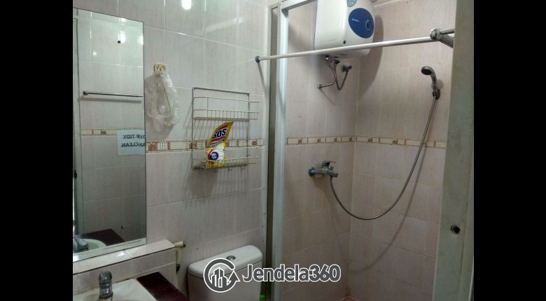 Bathroom Sudirman Park Apartment