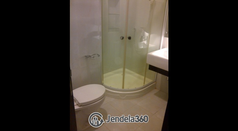 Bathroom Apartemen Cosmo Mansion - Thamrin City