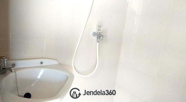 Bathroom Pluit Sea View Apartment