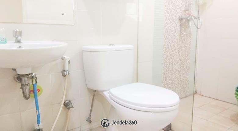 Bathroom Apartemen Season City Apartment
