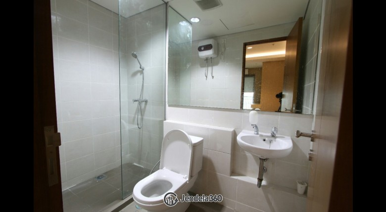 Bathroom Green Bay Pluit Apartment
