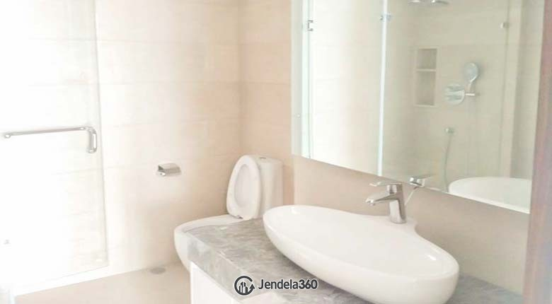 Bathroom Apartemen Oakwood Suites La Maison