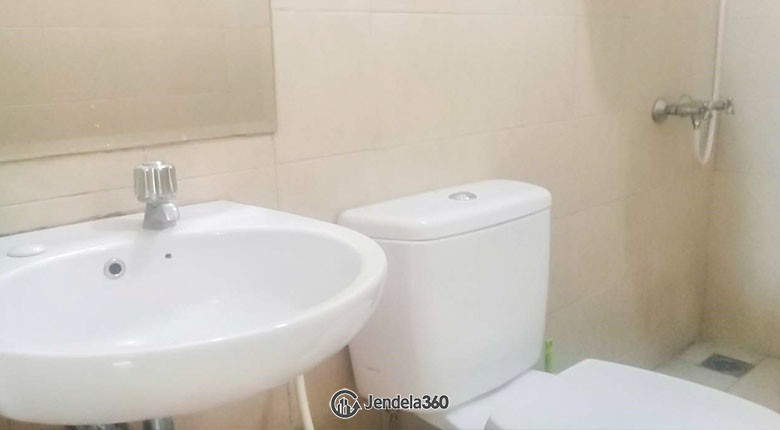Bathroom Apartemen Mediterania Marina Ancol Apartment