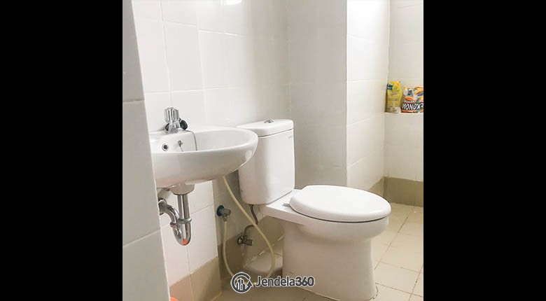 bathroom Apartemen Bassura City Apartment