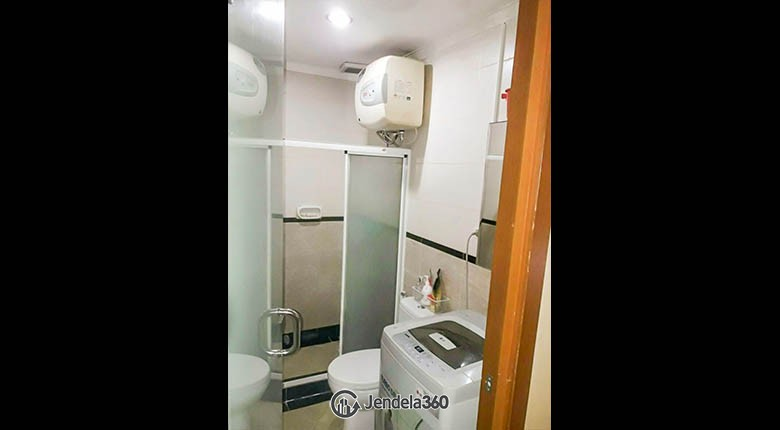 bathroom Sudirman Park Apartment