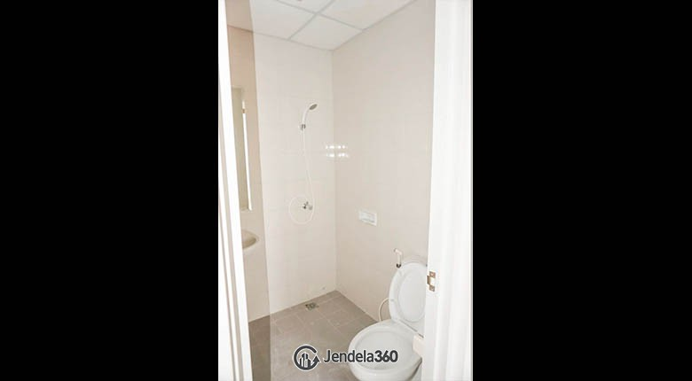 bathroom Signature Park Grande Apartment