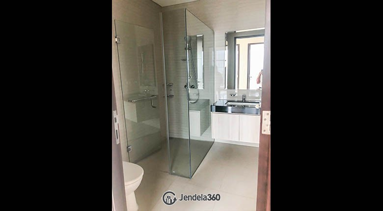bathroom Apartemen Four Winds