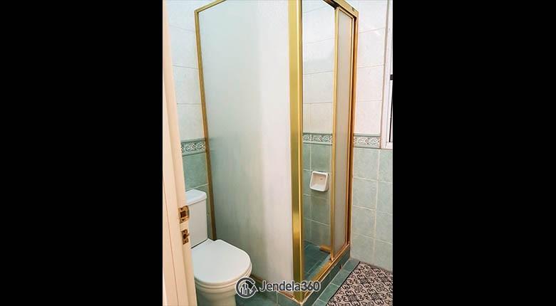 bathroom Ambassador 2 Apartment