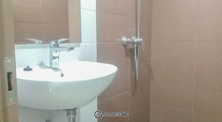 bathroom Apartemen Puri Orchard Apartment