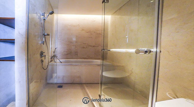bathroom Ciputra World 2 Apartment