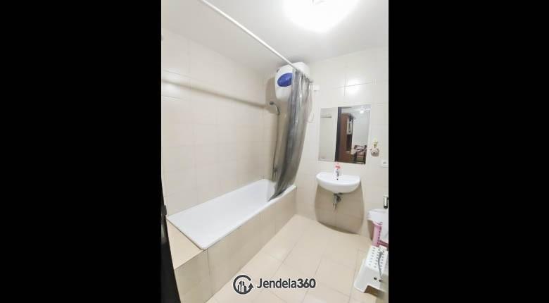 bathroom Apartemen Central Park Apartment
