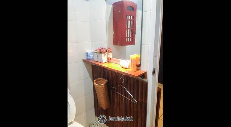 bathroom Pancoran Riverside Apartment