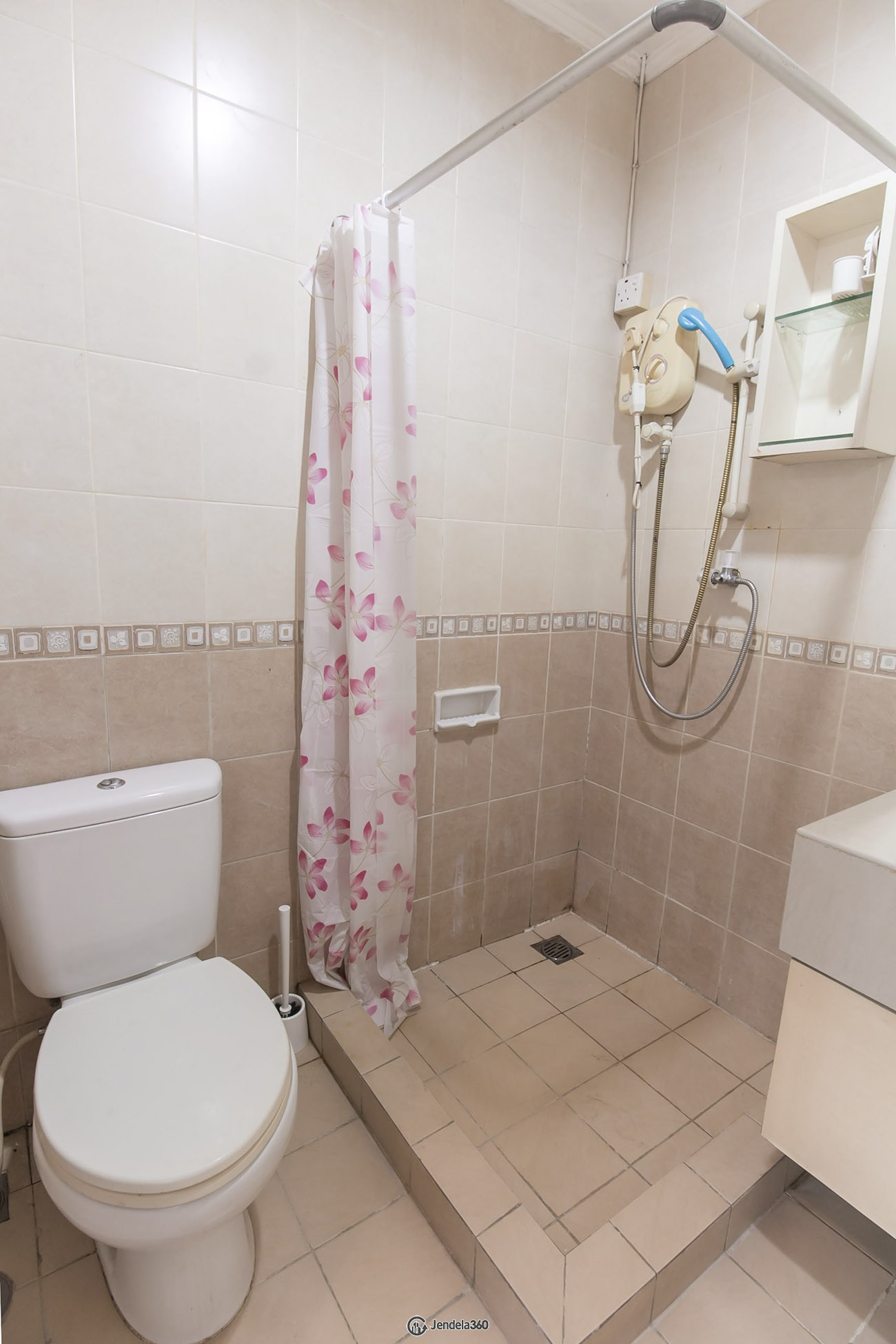 bathroom Hamptons Park Apartment