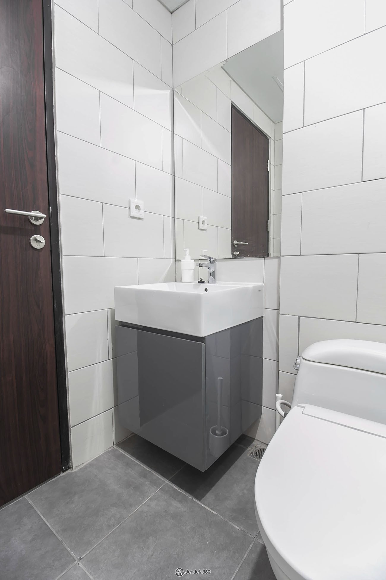 bathroom 2 Apartemen Lexington Residences