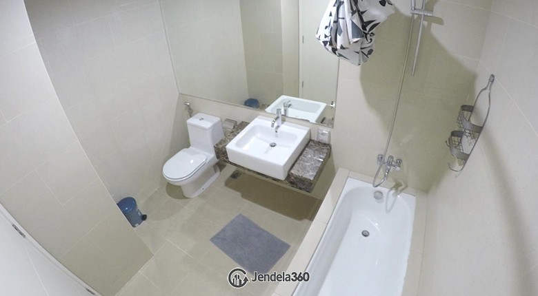 bathroom Apartemen Casa Grande Apartment
