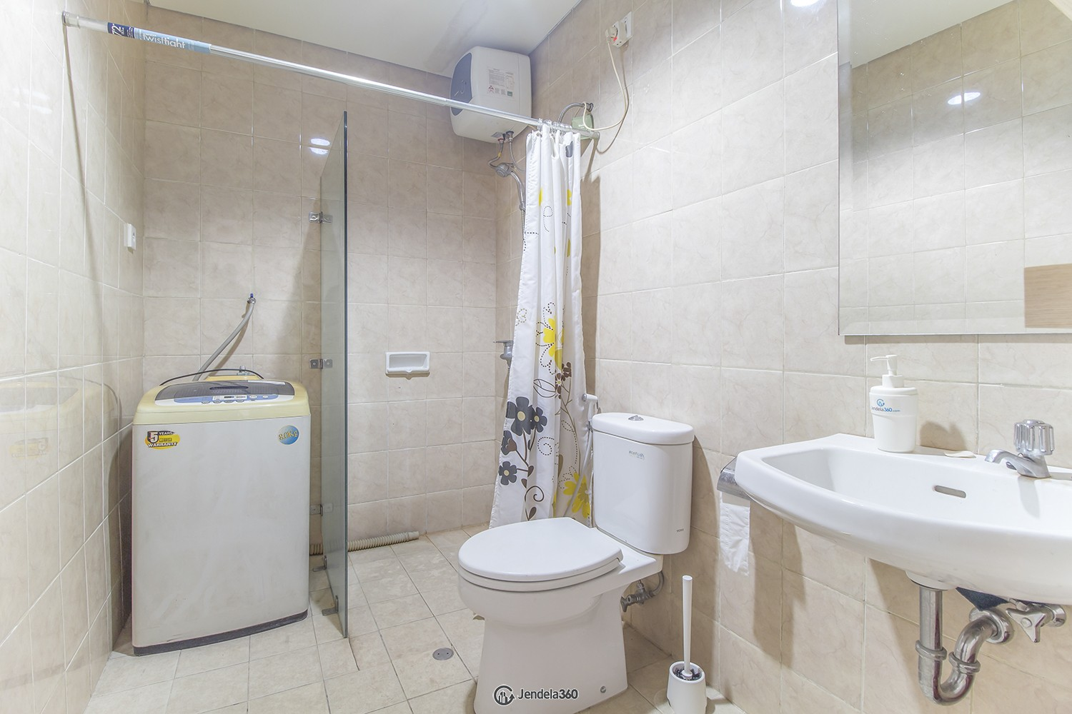 Bathroom Cosmo Terrace - Thamrin City Apartment