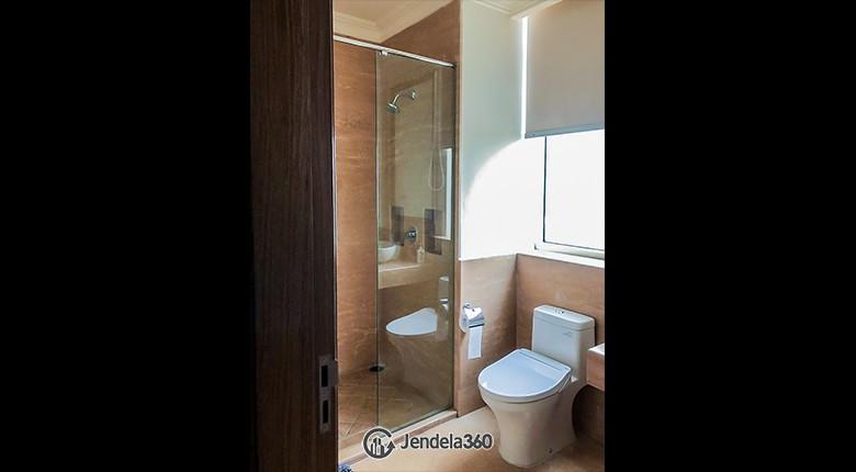 Bathroom Apartemen Botanica Apartment
