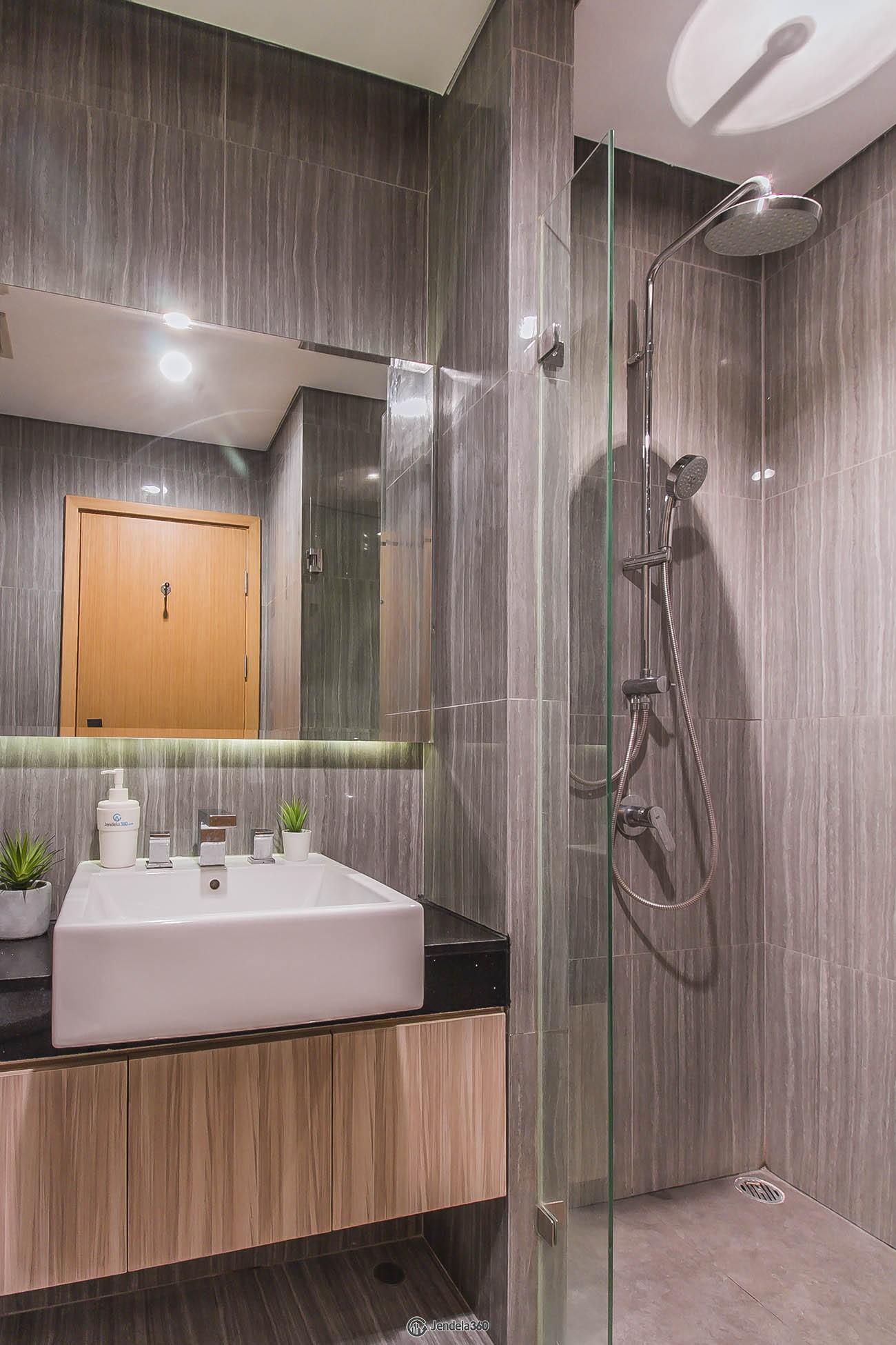 Bathroom Apartemen Capitol Suites Apartment