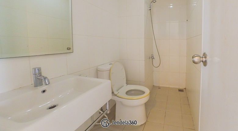 Bathroom Apartemen Westmark Apartment
